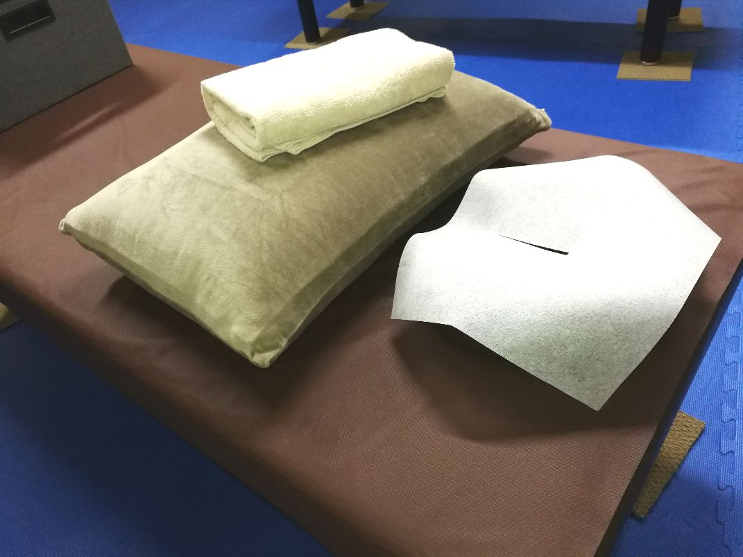 HOGU6(ほぐしっくす)マッサージは、コロナ対策にも役立つペーパーシーツ・ペーパータオル使用